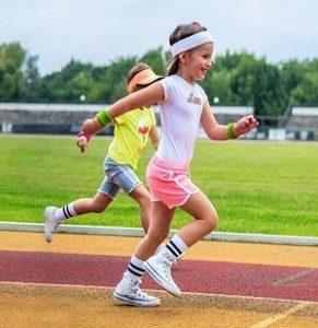 Mädchen beim Springen als Referenzbild für Famoda GmbH